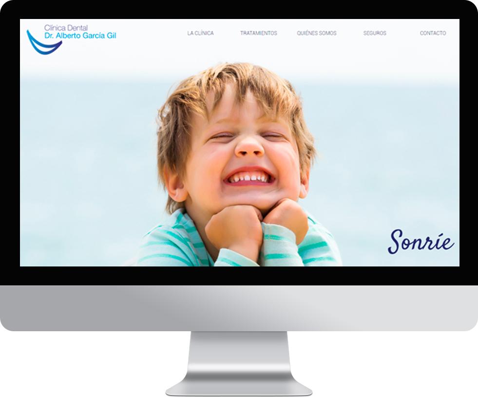 Trabajo web para Clinica Alberto García Gil en pantalla grande