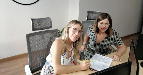 Ángela y Sara son las community manger de yeclaweb